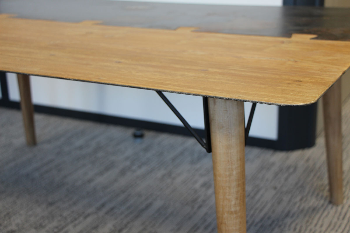 Table Haute Bois Massif.Table Haute Mange Debout 1m80 En Metal Plaque Sapin Massif Et Metal Et Pieds Bois Massif 180x60x105cm Vulcan
