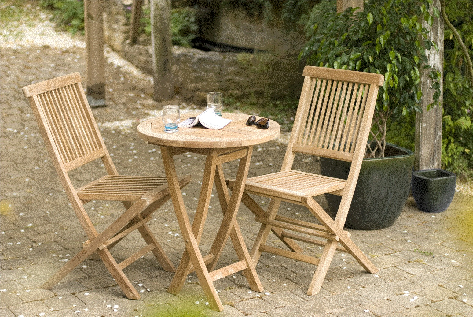 Salon de jardin en Teck table ronde 2 chaises 60cm SUMMER ...