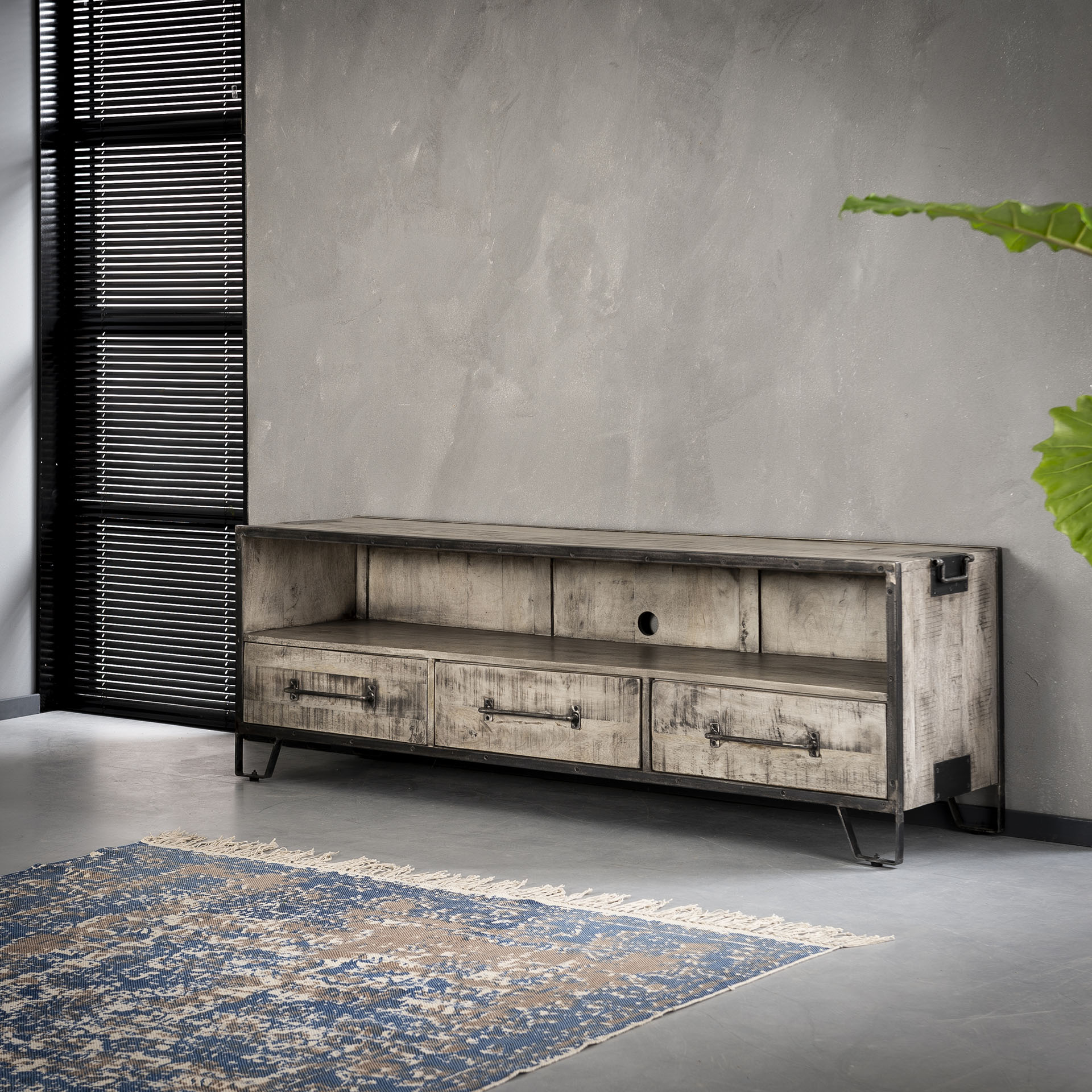 Poignée De Meuble Industrielle meuble tv industriel bois gris 3 tiroirs poignées roadies