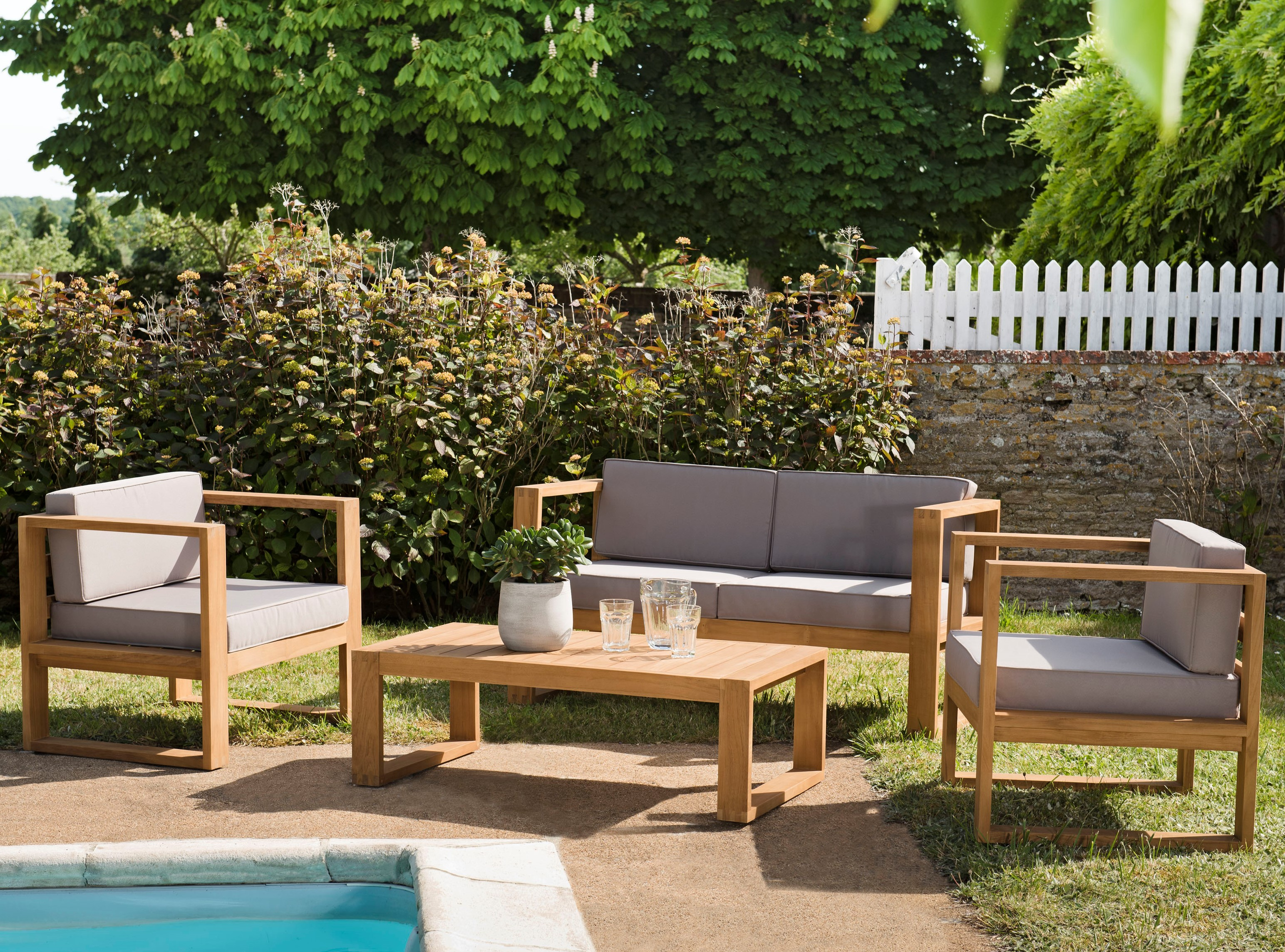 Salon de jardin en teck SUMMER (1 canapé 2 places, 2 fauteuils, 1 table  basse)